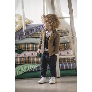 Baby u Rock.Λινό tuxedo σακάκι με ενσωματωμένο γιλέκο και σατινέ λεπτομέρειες , βαμβακερό παντελόνι με διακριτική ρίγα και δερμάτινα στοιχεία , δερμάτινο αξεσουάρ με μεταλλική ξύστρα και πουκάμισο σε slim γραμμή (SS17/500701)