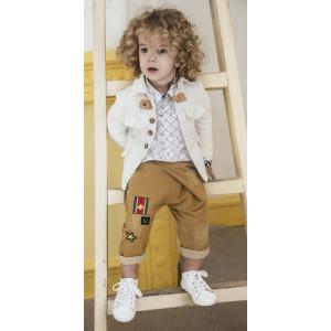 Baby u Rock. Λευκή used βαμβακερή Sahariana με δερμάτινο κούμπωμα , φούτερ χαμηλοκάβαλο σαλβάρι με κεντημένα patches , βαμβακερό πουκάμισο σε ίσια γραμμή σε pop full print & γεωμετρικές λεπτομέρειες  σε μανσέτες & γιακά (SS17/500715)
