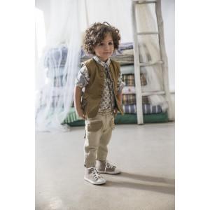 Baby u Rock. Smoothy gold σατινέ αμάνικο σακάκι με tailoring λεπτομέρειες , baggy militairy παντελόνι σε επεξεργασμένο βαμβακερό καμβά και γεωμετρικό εμπριμέ πουκάμισο με πικέ μονόχρωμες λεπτομέρειες (SS17/500712)